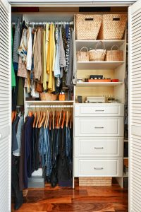 Clothes,Hung,Neatly,In,Organized,Closet,At,Home
